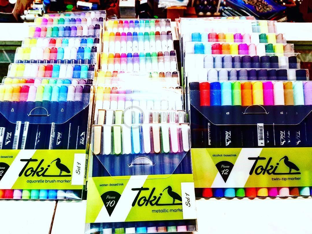 Dwa zestwy markerów Toki + Blackbook